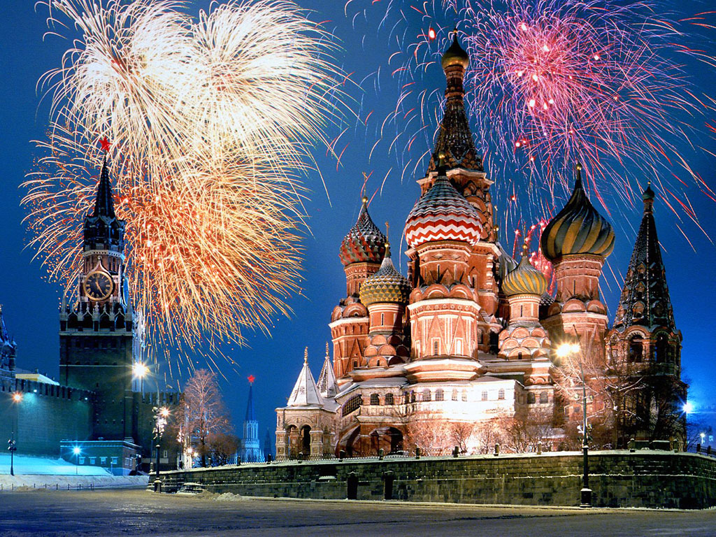 kremlin_and_red_square_fireworks_moscow_russia1