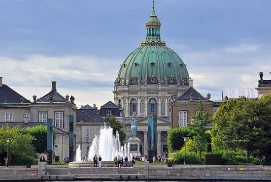 Amalienborg and the Frederiks Kirke, Copenhagen, Denmark. Author Martin Nikolaj Christensen. Licensed under Creative Commons