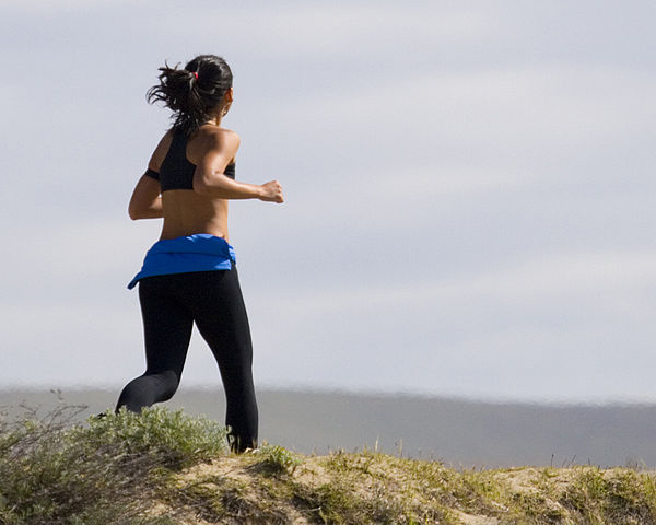 600px-Jogging_Woman_in_Grass