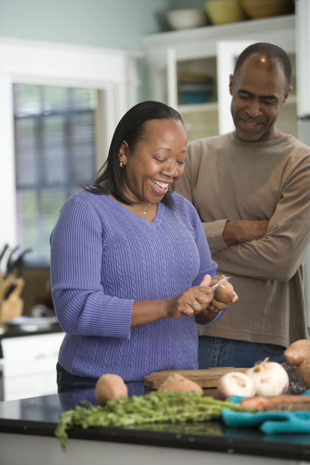 16284-an-african-american-couple-preparing-a-healthy-meal-pv