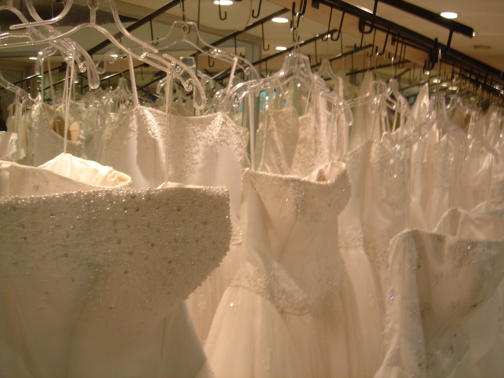 Tips to Give Brides Looking for Wedding Dresses - Get a First Life