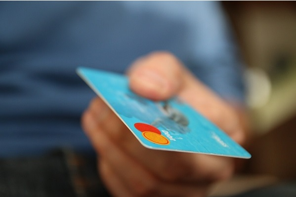 Choosing Your First Credit Card is a task not to be taken lightly