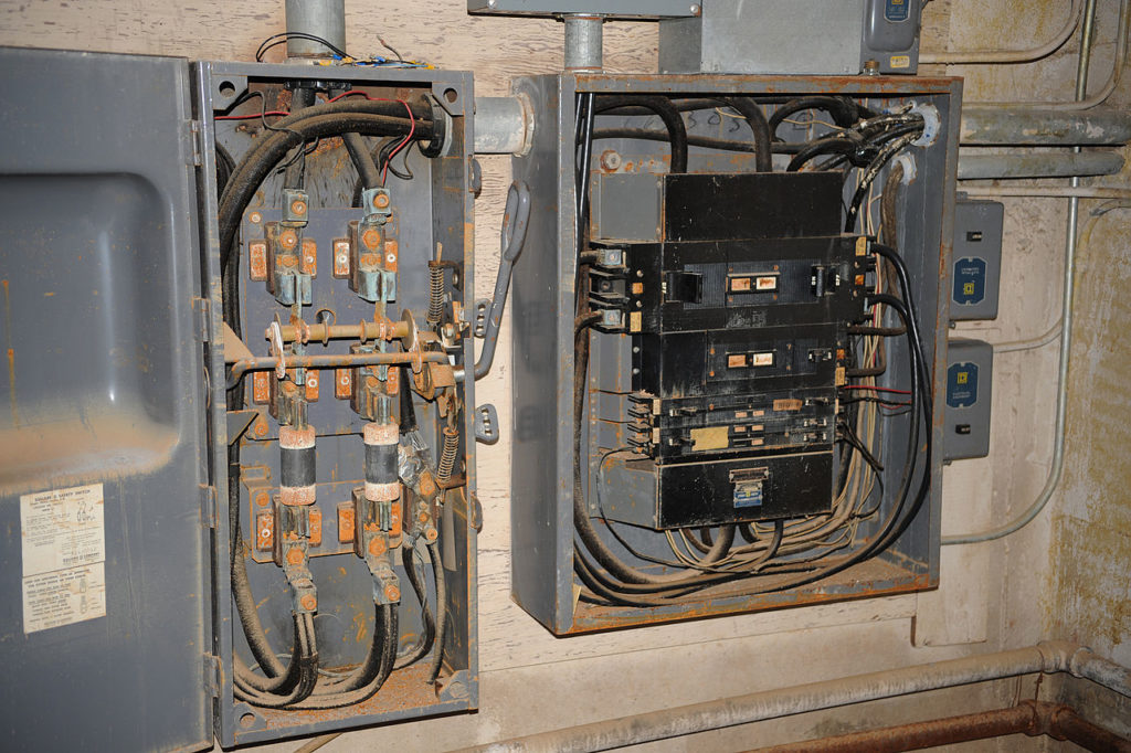 Common Electrical Problems That Needs Your Attention - Get a First Life