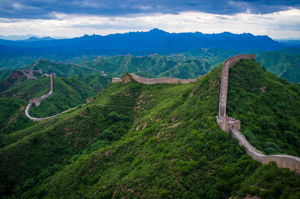 Tackle a quarter life crisis by seeing the Great Wall of China ... photo by CC user Severin.stalder on wikimedia